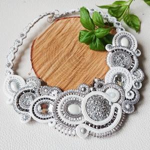 Biało-srebrny naszyjnik sutasz