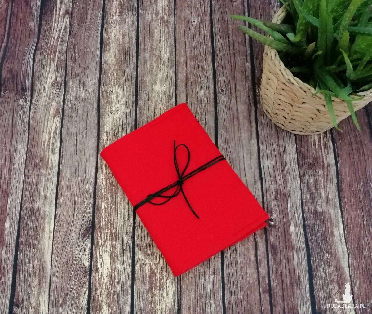 Filcowa okładka na książkę A6 czerwona.