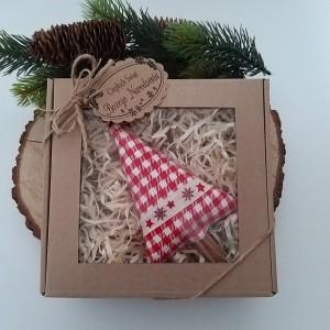 Choinka  zapakowana w pudełko