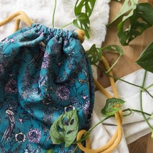 Plecak z weluru w kwiaty i ptaki
