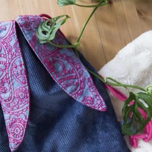 Ciemnoniebieski plecak królik z haftem