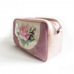 Skórzana torebka-transformer z ręcznym haftem