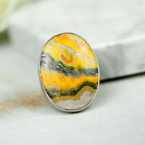 Srebrny pierścień z jaspisem trzmielim a895