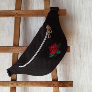 Nerka saszetka biodrowa wodoodporna handmade torebka na pas torebka na ramię pikowana czarna z różą