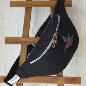 Nerka saszetka biodrowa wodoodporna handmade torebka na pas torebka na ramię pikowana czarna z ptakiem