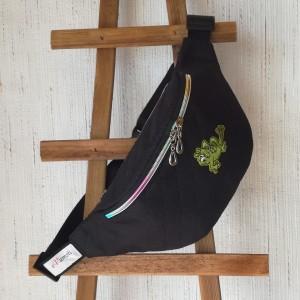 Nerka saszetka biodrowa wodoodporna handmade torebka na pas torebka na ramię czarna pikowana aplikacja z żabką