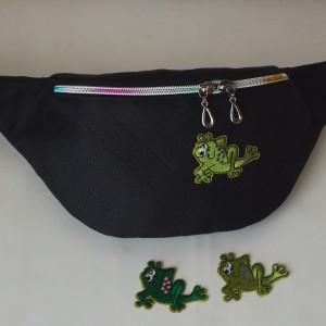 Nerka saszetka biodrowa wodoodporna handmade torebka na pas torebka na ramię czarna pikowana aplikacja  z żabką ( zamówienie )