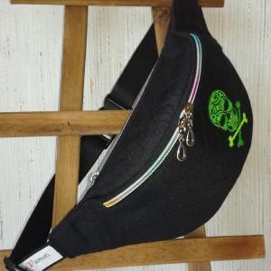 Nerka saszetka biodrowa wodoodporna handmade torebka na pas torebka na ramię czarna pikowana aplikacja z czaszką