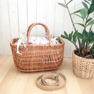 Koszyk,kuferek,torebka damska z wikliny ,kwiaty.
