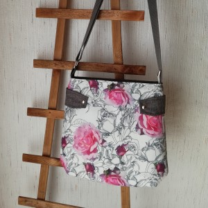Torebka damska listonoszka  na ramię wodoodporna  handmade  róże