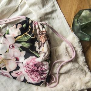 Dziecięcy plecak worek w kwiaty