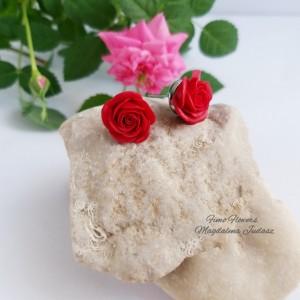 Kolczyki z czerwonymi różami