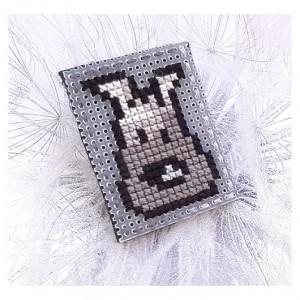 4651 broszka haft krzyżykowy rękodzieło