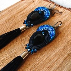 Czarno-niebieskie kolczyki sutasz z chwostami