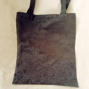 Duża ręcznie haftowana czarna torba