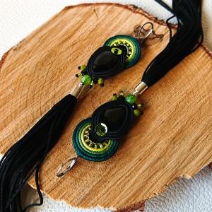 Czarne kolczyki sutasz z zielonym ombre i chwostami