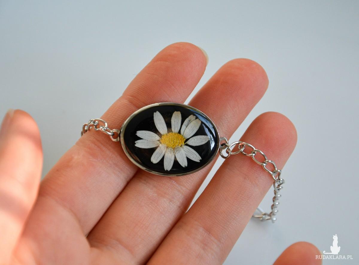Bransoletka z kwiatkiem rumianku, stalowa biżuteria