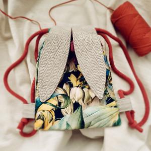 Mini plecak króliczek z botanicznym wzorem
