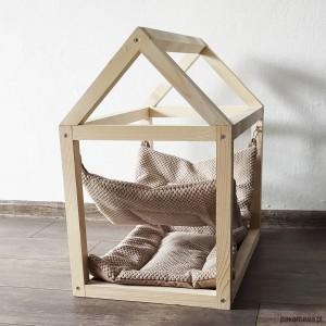 Sosnowy domek dla kota z hamakiem i poduszką