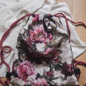 Welurowy plecak XL w kwiaty
