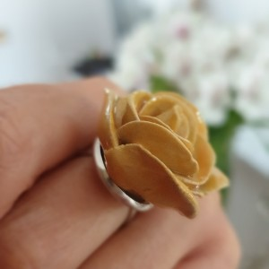 Żółta różyczka pierścionek