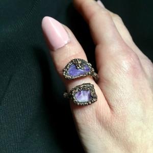 miedziany pierścionek z czaroitem
