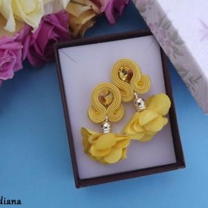 Żółte z kwiatowym Chwostem kolczyki sutasz