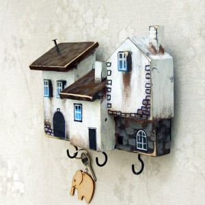 Drewniany wieszaczek z domkami, 3 haczyki
