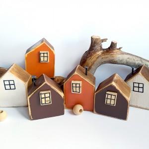 Mały drewniany domek - dekoracje, dodatki do domu