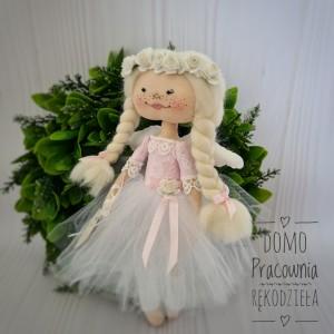 Aniołek biało-różowy, na prezent, w pudełku