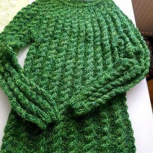 Sweterek ręcznie zrobiony