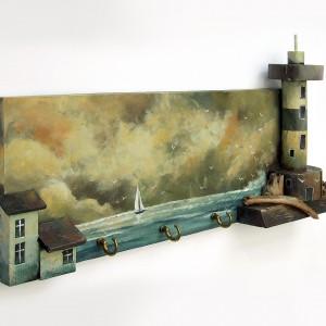 WIESZAK z malowanym pejzażem i latarnią morską