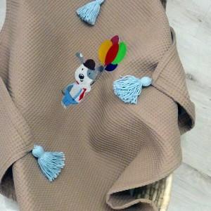 Wafelkowy kocyk z chwostami i haftem