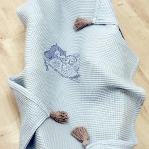 Wafelkowy kocyk z chwostami i haftem - sówki