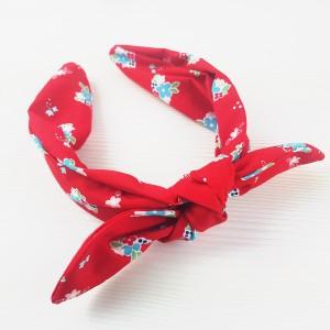 Opaska czerwona bandamka jak chustka na bazie drobne kwiatuszki