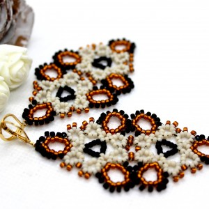 eleganckie koronkowe kolczyki z matowych koralików