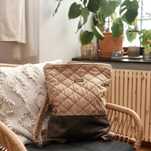 Jasnobrązowy, pikowany plecak z suwakiem