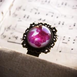 Metalowa zakładka z ręcznie malowanym szkłem - różowe serca