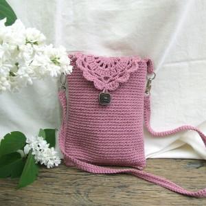 Mini torebka, szydełkowa, z długim paseczkiem, wrzosowy róż