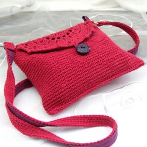 Mini torebka, szydełkowa, z paseczkiem, malinowa czerwień