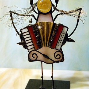 Aniołek witrażowy 3D  akordeonista/tka