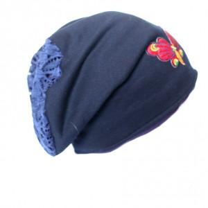 czapka damska z motylem z widoczna podszewką