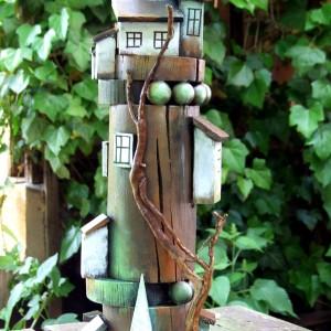 Wieża brązowo-mietowa, dekoracja do domu
