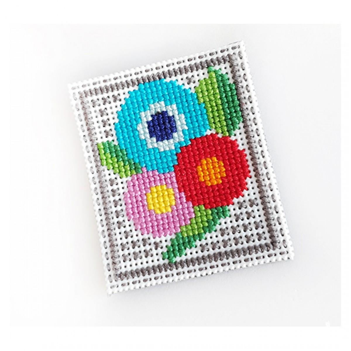 4895 broszka haft krzyżykowy rękodzieło