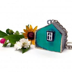 Drewniany breloczek w kształcie maleńkiego domku