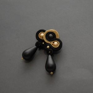 czarno-złote kolczyki lub klipsy sutasz