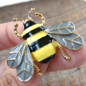 Broszka pszczoła owad emalia