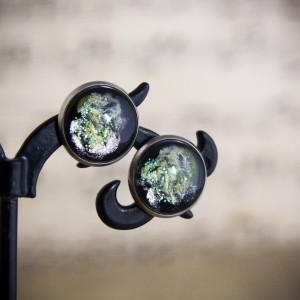 Kolczyki sztyfty, zielony kosmos, ręcznie malowane szkło