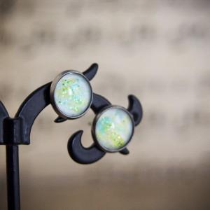 Małe kolczyki sztyfty, zielone, ręcznie malowane szkło