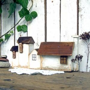 Komplet małych domków dekoracyjnych - 4 białe domki
